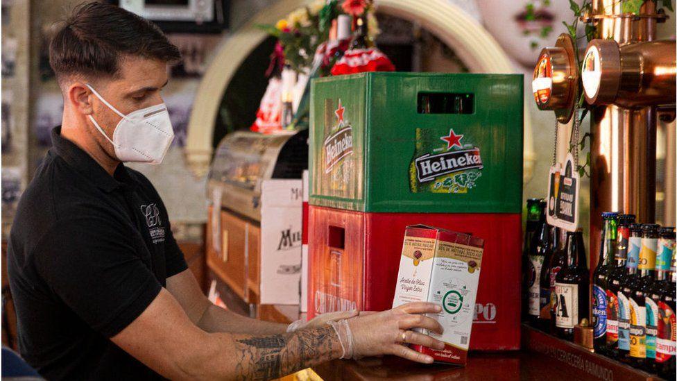 Heineken решила сократить около 8000 сотрудников