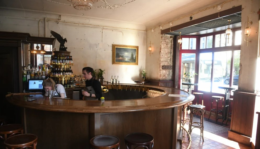 Россия. В Санкт-Петербкрге намерены смягчить правила реализации алкоголя в барах в жилых домах