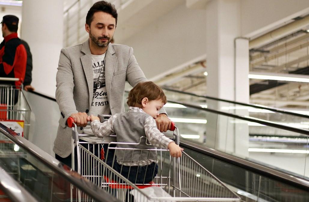 Минпромторг рассмотрит запрет  продажи алкоголя покупателям с детьми